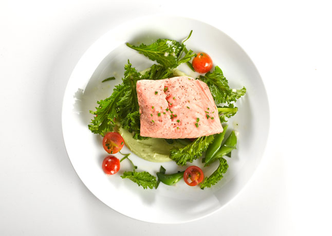 poached_salmon_with_avocado_sauce_646
